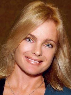 Erika Eleniak