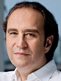 Xavier niel age 50 ans anniversaire c l brit for Piscine xavier niel